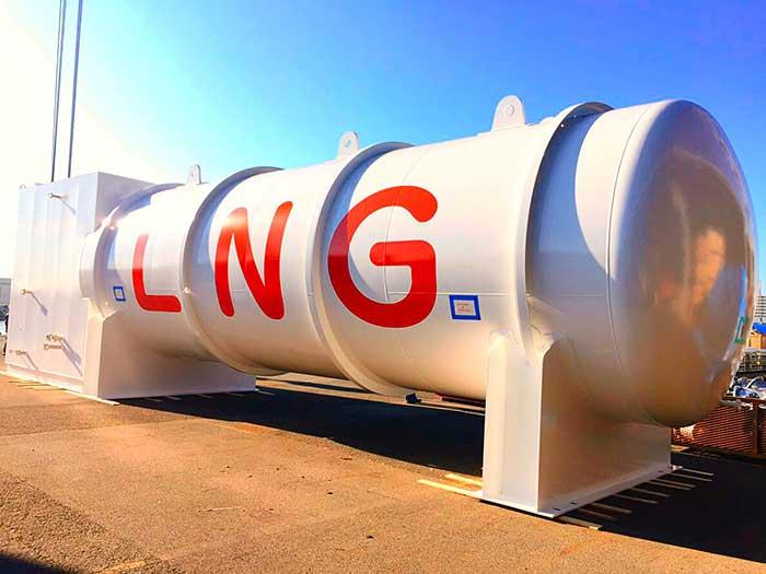 納入したLNG貯留タンク
